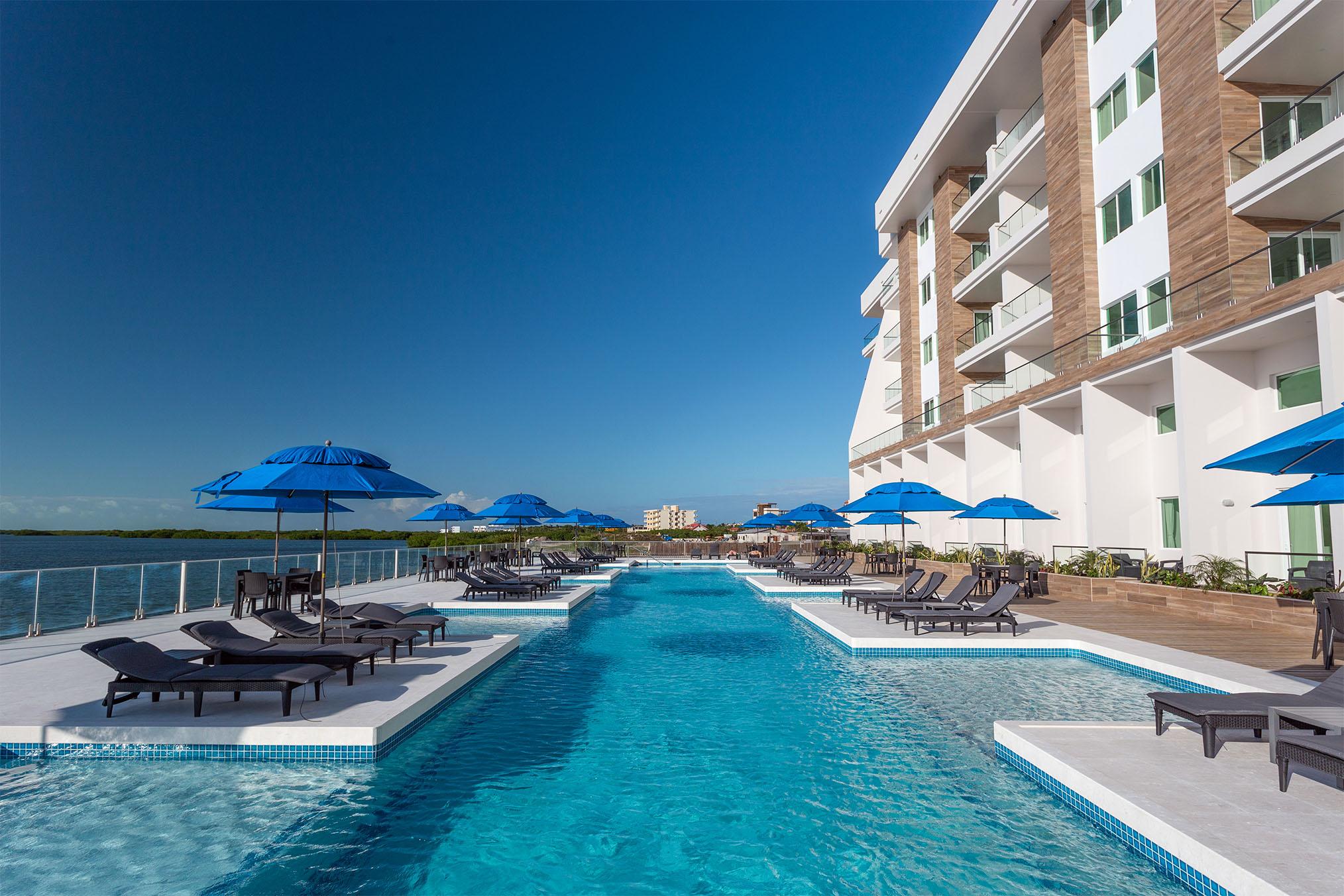 Sunset Caribe – Pool Side